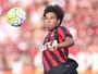 Renan Lodi inspira-se em Alex Sandro e Marcelo para evoluir no Atlético-PR