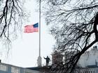 Bandeiras dos EUA a meio mastro homenageiam Nancy Reagan