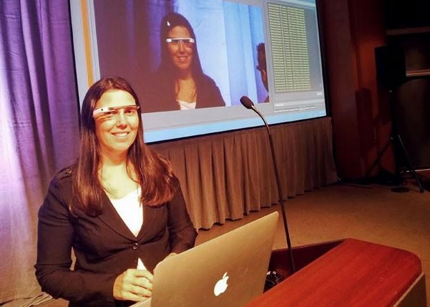 Cecilia Abadie foi multada na terça-feira por dirigir usando o Google Glass (Foto: Cecilia Abadie/AP)