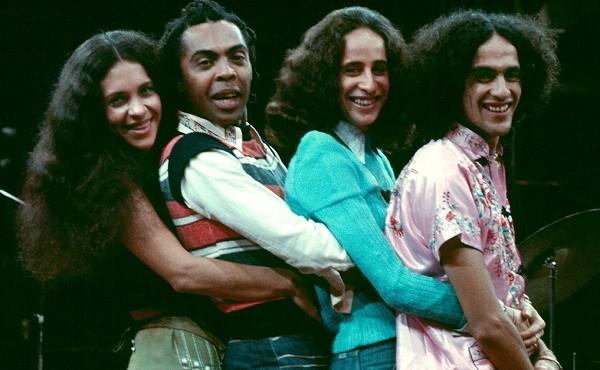"""Gal com Gil, Bethânia e Caetano, na época que fizeram o show Doces Bárbaros, em 1976: """"Há amigos que são sagrados"""" (Foto: Divulgação)"""
