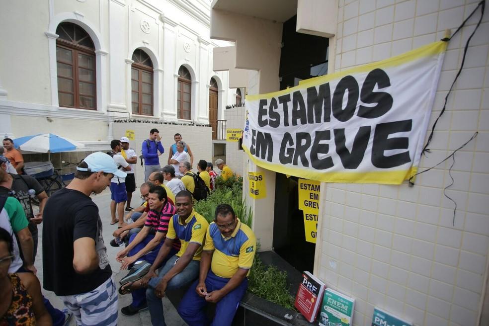 Trabalhadores dos Correios entraram em greve em abril (Foto: Jonathan Lins/G1)