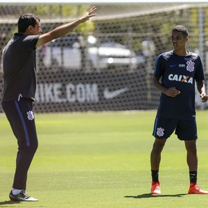 Fábio Carille Pedrinho Corinthians (Foto: Daniel Augusto Jr./Agência Corinthians)