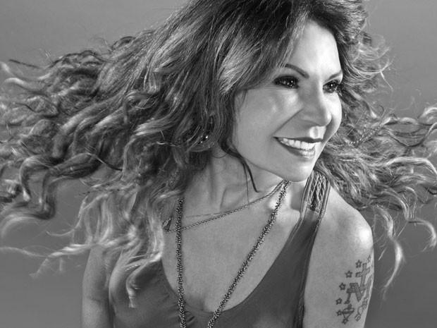 No CD 'Do meu olhar pra fora', cantora exterioriza humanismo positivista com som pop contemporâneo  (Foto: Divulgação)
