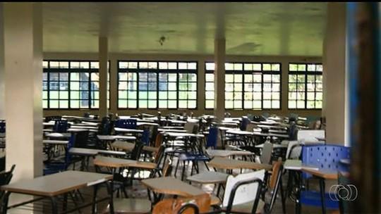 Cerca de 6 mil alunos não iniciam ano letivo por causa de greve, diz sindicato