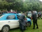 Policiais militares realizam treino de abordagem pessoal em Itaperuna, RJ