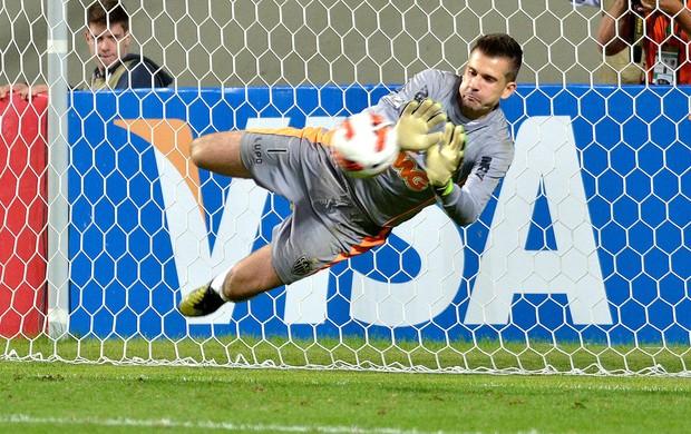 Victor defesa pênalti jogo Atlético-MG Newell´s (Foto: AFP)