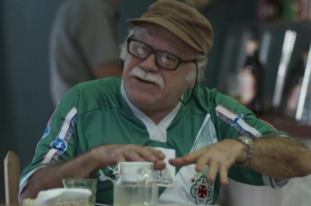 Tonico Pereira em 'A força do querer' com a camisa do time Tuna Luso (Foto: Reprodução)