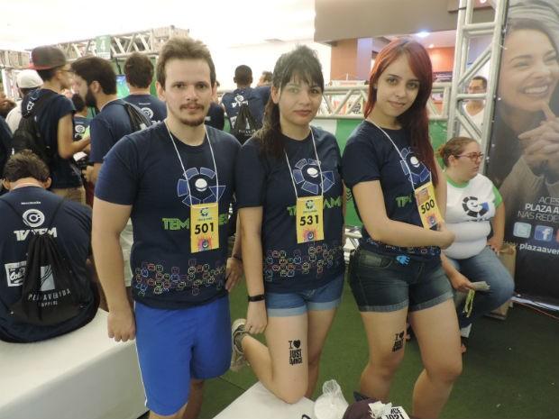 Trio está celebrando a amizade de longa data e apreciando a paixão pelo Just Dance (Foto: Bruna Alves/G1)