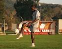 Em recuperação de lesão no joelho, Rentería faz tratamento no Inter