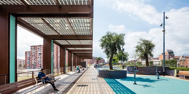 Parque suspenso impressiona em Barcelona (Foto: Reprodução)