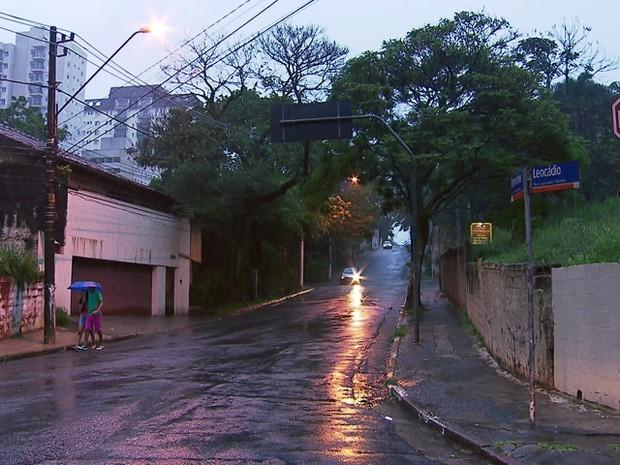 Rua onde aconteceu arrastão na tarde deste domingo (1º) no Morumbi (Foto: Reprodução/TV Globo)