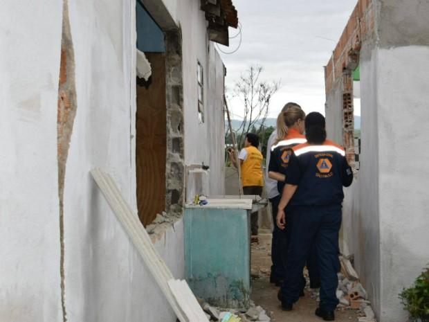Interdição de casas em Lorena (Foto: Divulgação/Prefeitura de Lorena)
