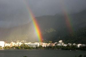arco-íris duplo (Foto: Katia Guimarães Gaete/VC no G1)