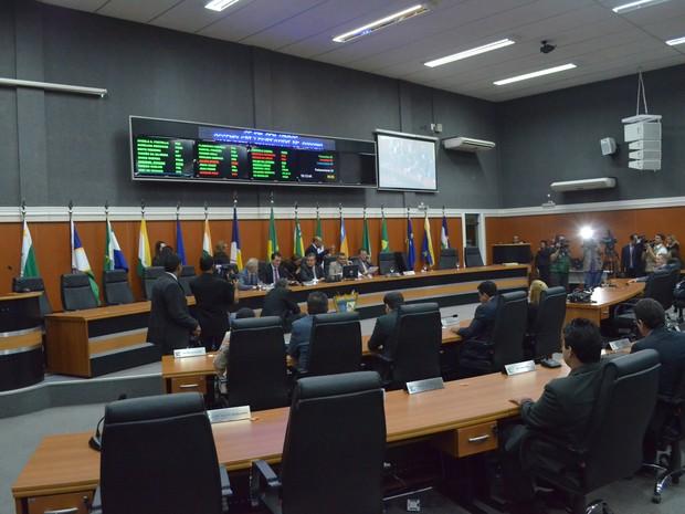 22 deputados estiveram presentes na posse de Chico Guerra (PROS) (Foto: Emily Costa/G1)