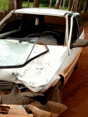 Antes de atirar, comerciante jogou o carro em cima do veículo do vereador (Foto: Reprodução EPTV)