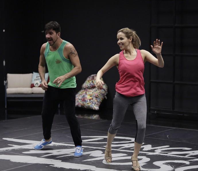 Leona Cavalli dança no seu primeiro ensaio (Foto: Artur Meninea / Gshow)