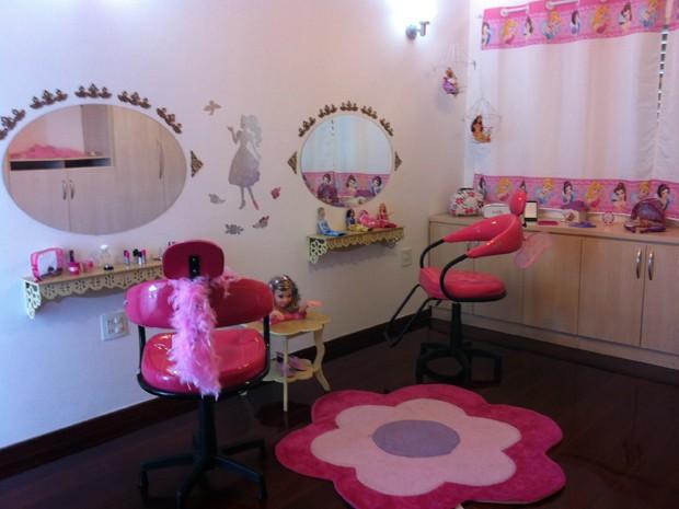Escola tem vários ambientes, dentre eles um salão de beleza (Foto: Fernanda Resende/G1)