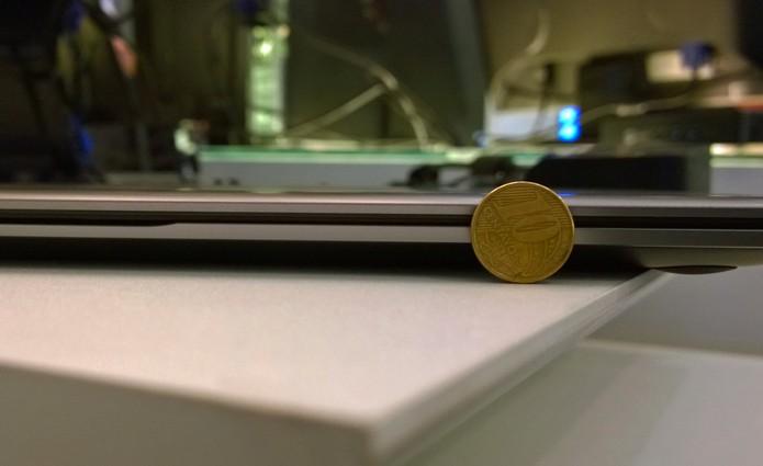 O ultrabook HP 1041 tem apenas 15,9mm de espessura (Foto: Fabricio Vitorino / TechTudo)