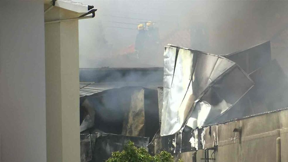 Avião caiu em Cascais (Foto: Reuters TV)