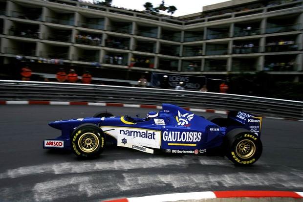 Diz aí se o novo Sauber não lembra a Ligier de 1996? (Foto: Divulgação)