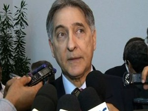Fernando Pimentel, ministro de Desenvolvimento, Indústria e Comércio, em visita a Anápolis, Goiás (Foto: Reprodução/TV Anhanguera)