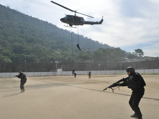 Grupamento de penitenciária fez treinamento contra rebelião (Foto: Divulgação/ Seap)