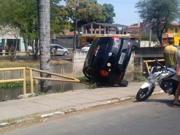 Acidente ocorreu na avenida principal do Bairro Conjunto Ceará (Foto: Adaias Medeiros/Arquivo Pessoal)