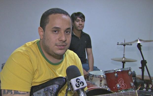 Diego Torres, voz e guitarra, fala sobre a banda (Foto: Bom Dia Amazônia)