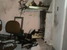 Criminosos invadem prédio de prefeitura e explodem caixa eletrônico