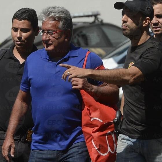 Heitor Lopes de Sousa Junior, diretor da RioTrilhos, é preso por suspeita de corrupção na construção da Linha 4 do metrô do Rio de Janeiro (Foto: Tânia Rêgo/Agência Brasi)