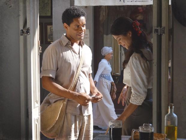 Rola aquele clima quando Chico e Gilda se conhecem (Foto: Lado a Lado/TV Globo)