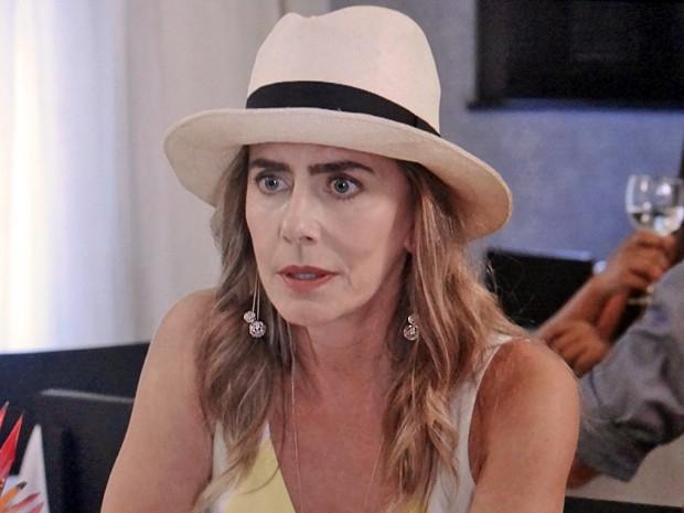 Kitty marca encontro secreto com Úrsula e Adriana (Foto: TV Globo)