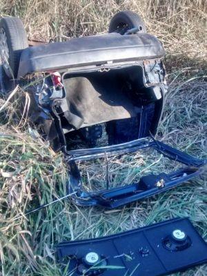 Veículo foi atingido na traseira e capotou em seguida (Foto: Polícia Militar)