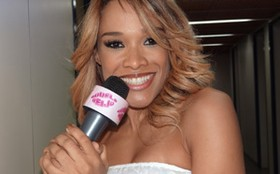 Leilah Moreno solta a voz nos bastidores de Aquele Beijo