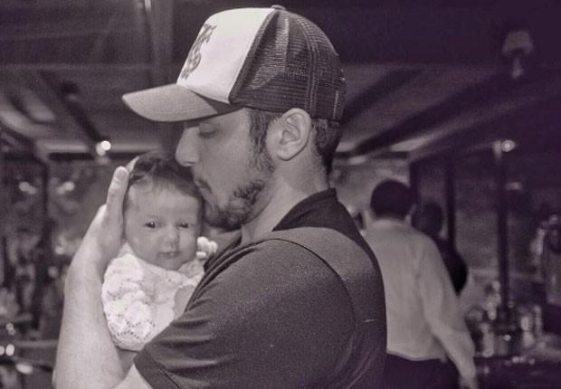 Bruno Gisson e a filha, Madalena (Foto: Reprodução/Instagram)