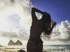 Fabíula Nascimento mostra bumbum perfeito e cintura fininha em foto