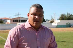 Givanildo Sales destaca força da torcida do Araripina  (Foto: Emerson Rocha)