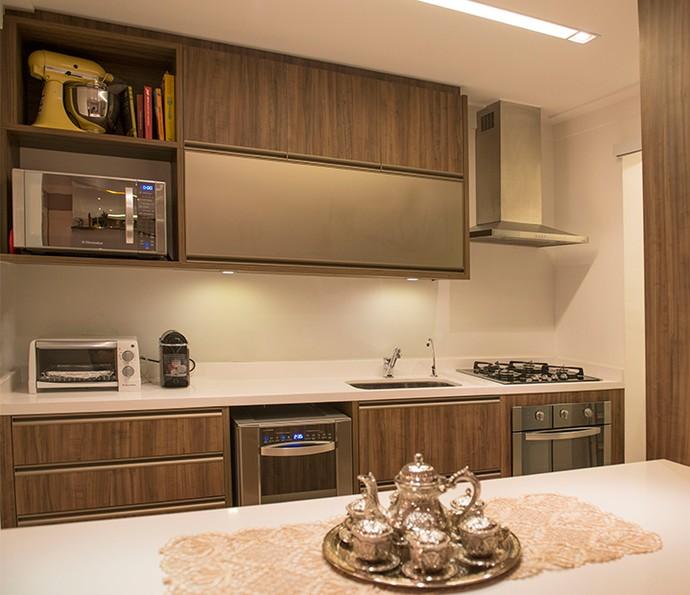 Os móveis em madeira mantém a sua cozinha na moda por mais tempo (Foto: Divulgação)