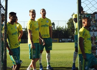 Thiago Santos Vitor Hugo Roger Guedes Palmeiras (Foto: Rodrigo Faber)