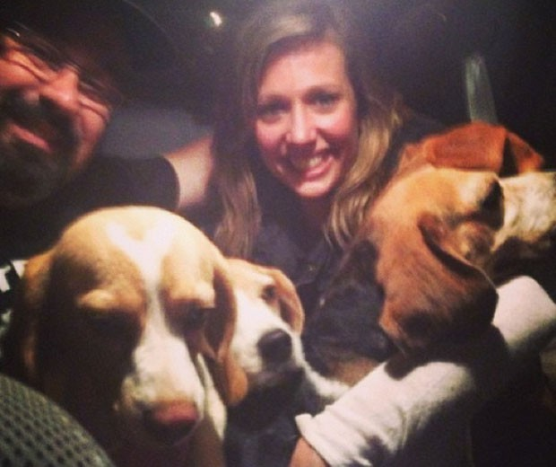 Luísa Mell compartilha foto ao lado de beagles resgatados (Foto: Reprodução/Instagram)