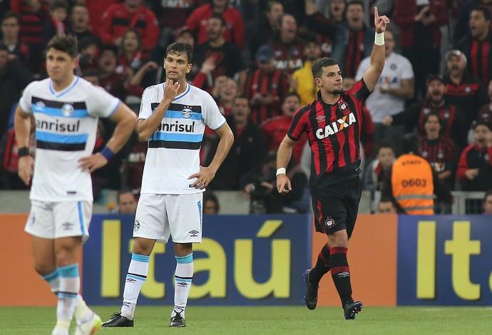 André Lima Atlético-PR (Foto: Giuliano Gomes/ Agência PR PRESS)