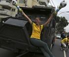 Veja fotos da manifestação  no Rio (Pilar Olivares/Reuters)