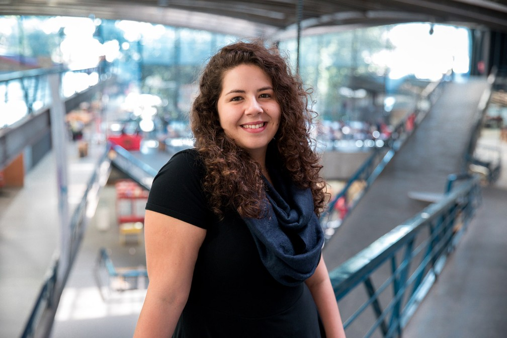 Deborah Alves, de 24 anos, se formou em computação e matemática em Harvard (Foto: Marcelo Brandt/ G1)