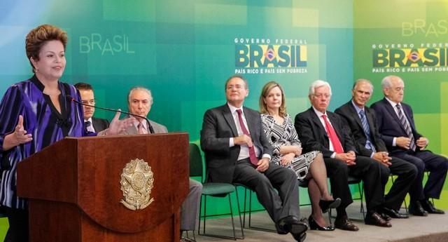 Dilma empossa ministros do Trabalho, Agricultura e Aviação (Foto: Roberto Stuckert Filho/PR)