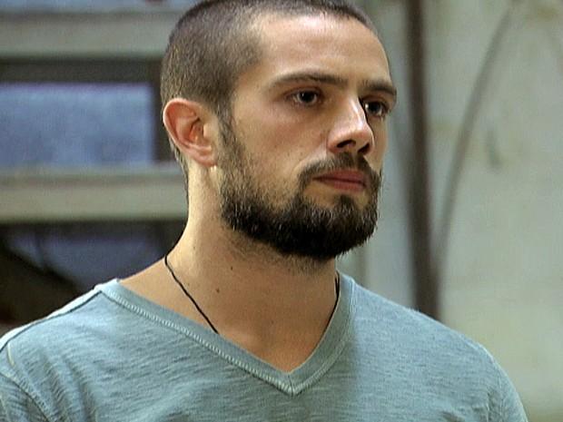 Vicente diz que Cristina está com ciúmes por causa do sucesso no restaurante (Foto: TV Globo)