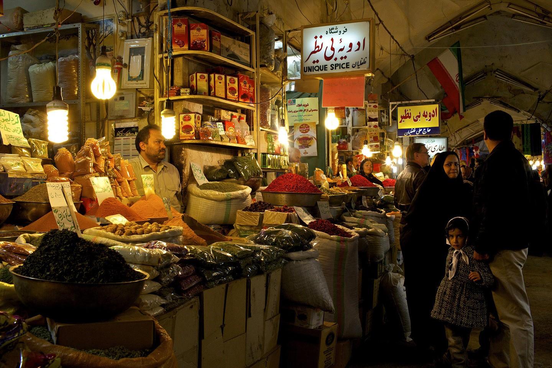 Comerciante do Grande Bazaar de Isfahan (FOTO: REPRODUÇÃO)