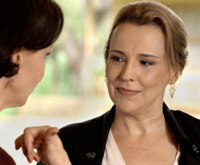 Emília ganha uma aliada em Campobello (Foto: TV Globo)