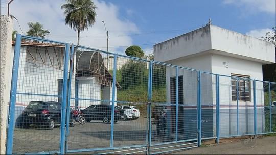 Aluno que esfaqueou diretora de escola em MG deve responder por tentativa de homicídio, diz polícia