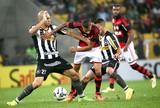 Doria e Paulinho jogo Flamengo x Botafogo