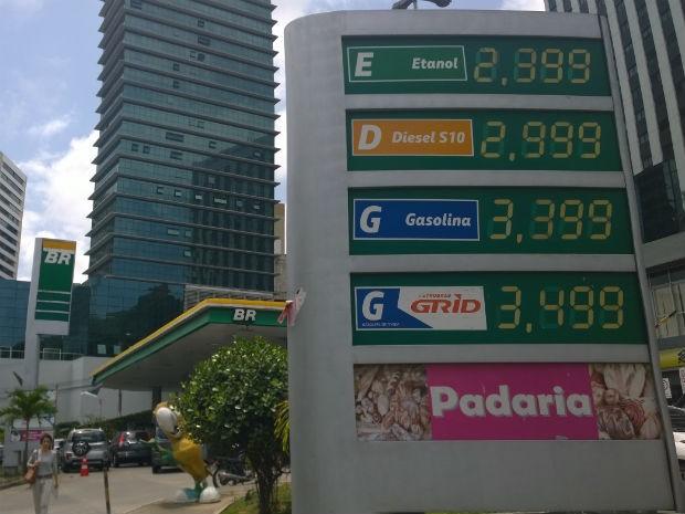 Posto de combustíveis na Garibaldi (Foto: Cássia Bandeira/ G1)